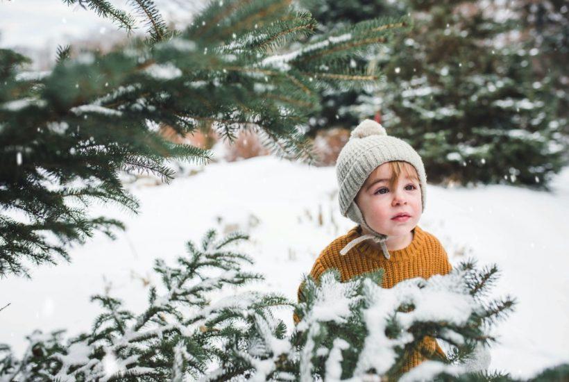 Ako v zime správne obliecť teplé oblečenie malým detičkám?